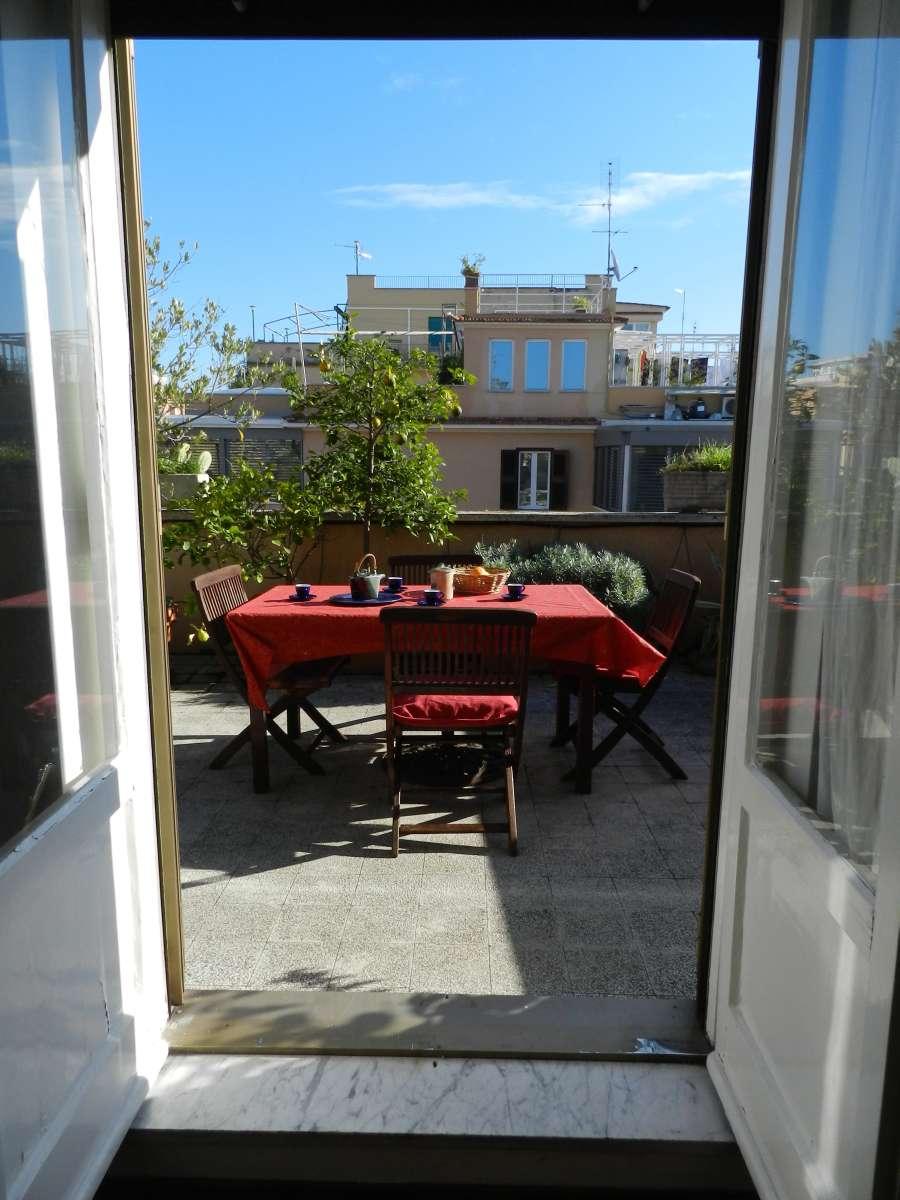 casa club hochzeitsreise nach rom in ferienwohnung mit dachterrasse am vatikan. Black Bedroom Furniture Sets. Home Design Ideas