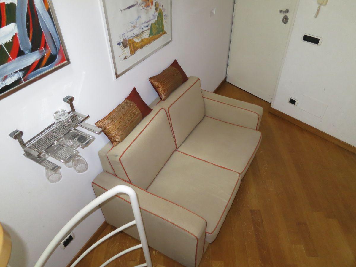 casa club flitterwochen in rom in ferienwohnung mit dachterrasse. Black Bedroom Furniture Sets. Home Design Ideas